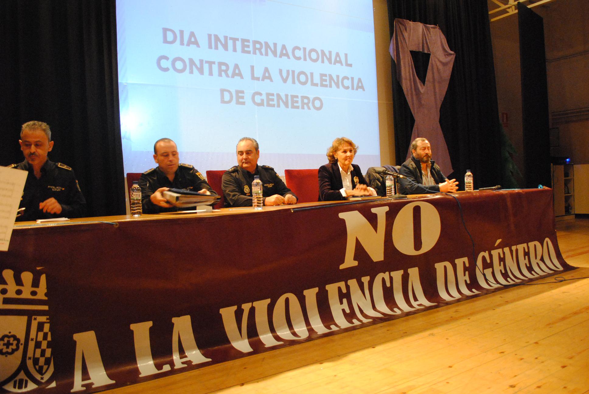 El acto contra la violencia de género reúne en Valdepeñas a 300 jóvenes para hacerles reflexionar