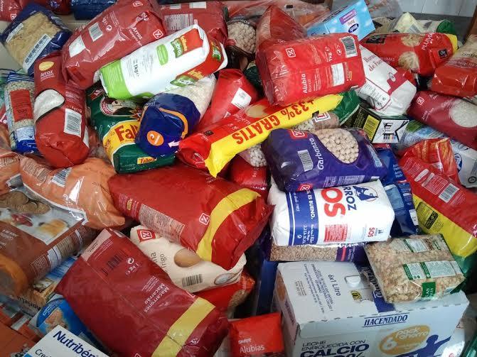 """La biblioteca de Valdepeñas se suma a la campaña de recogida de alimentos """"Palabras por kilos"""""""