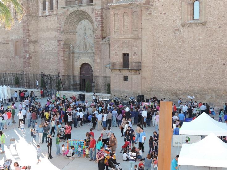 Los talleres y actividades de Juventud llenan la plaza de la Constitución de Manzanares