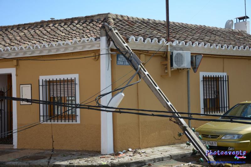 La tromba de agua y granizo ocasiona numerosos desperfectos en Manzanares