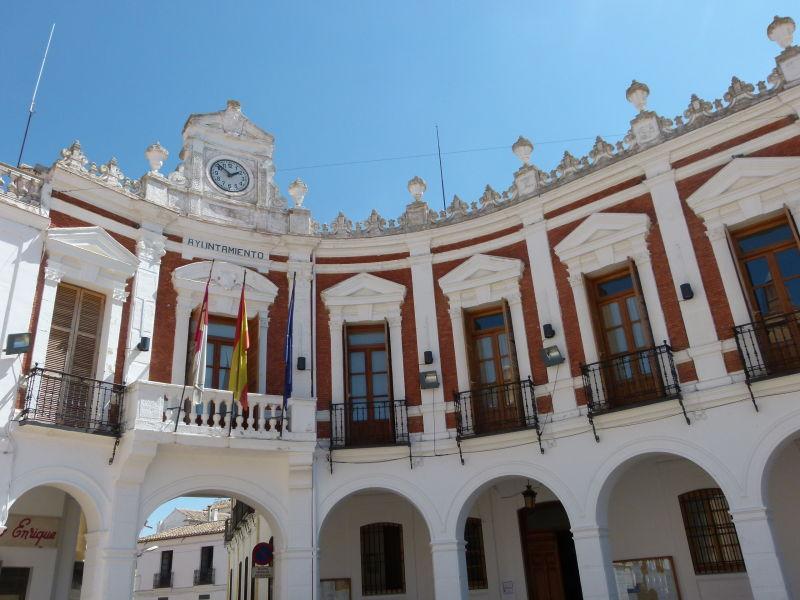 """El Ayuntamiento de Manzanares recibe tres desfibriladores, a través de la convocatoria """"Salva un corazón, salva una vida"""""""