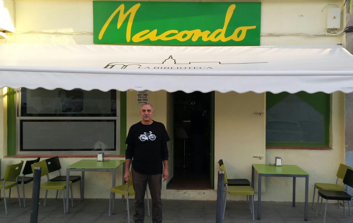 El emblemático Bar Macondo, de Manzanares, vuelve a abrir sus puertas con aires renovados