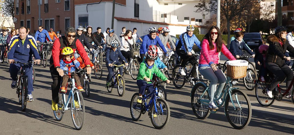La Fiesta Solidaria de la Bicicleta reúne a unas 1.000 personas