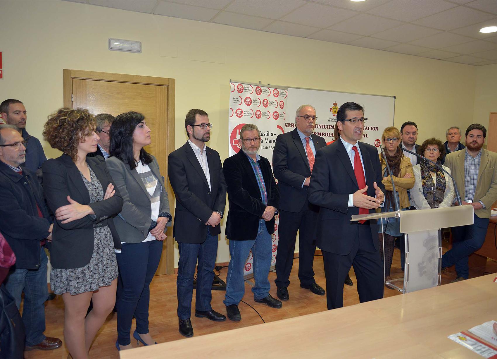 Caballero inaugura en Manzanares el servicio municipal de orientación e intermediación laboral