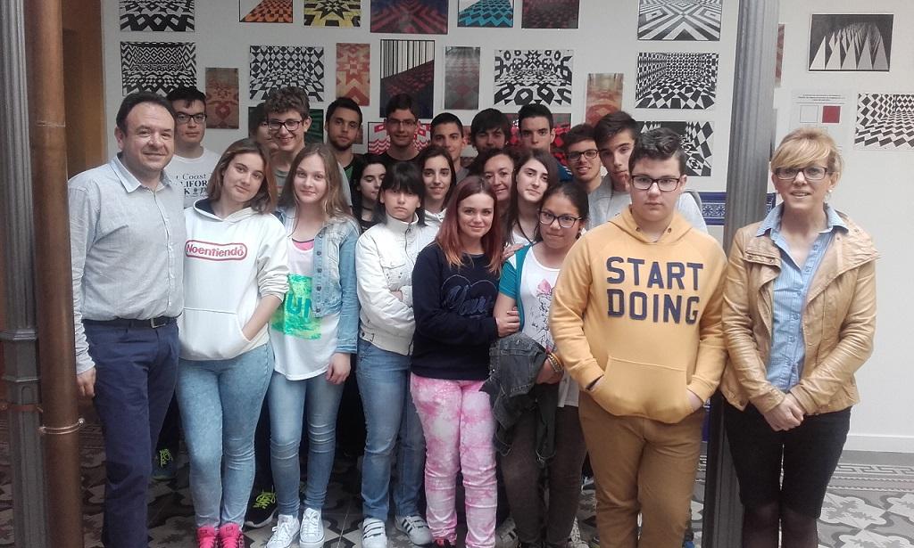 """Alumnado del IES """"Sotomayor"""" realiza un diseño de embaldosado en homenaje a la Casa Malpica"""