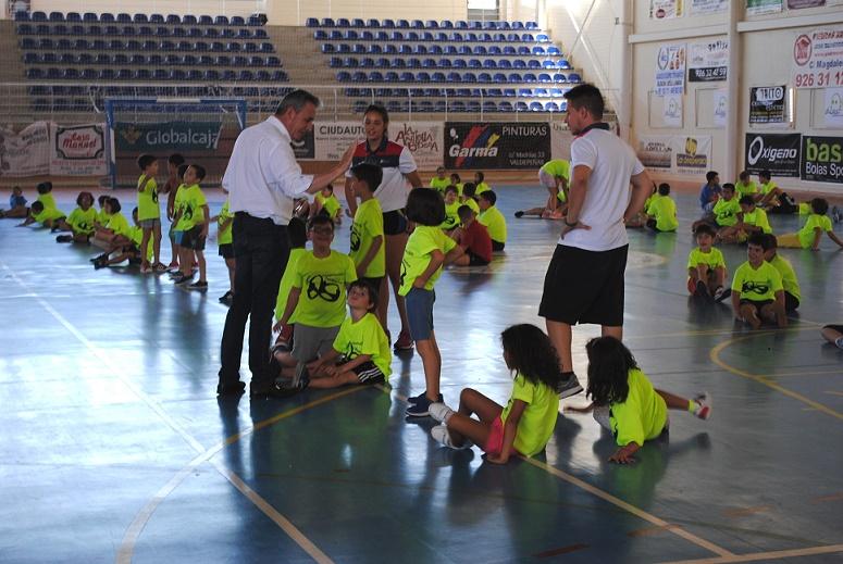 El alcalde clausuró el primer turno del Campus Polideportivo Municipal de Valdepeñas