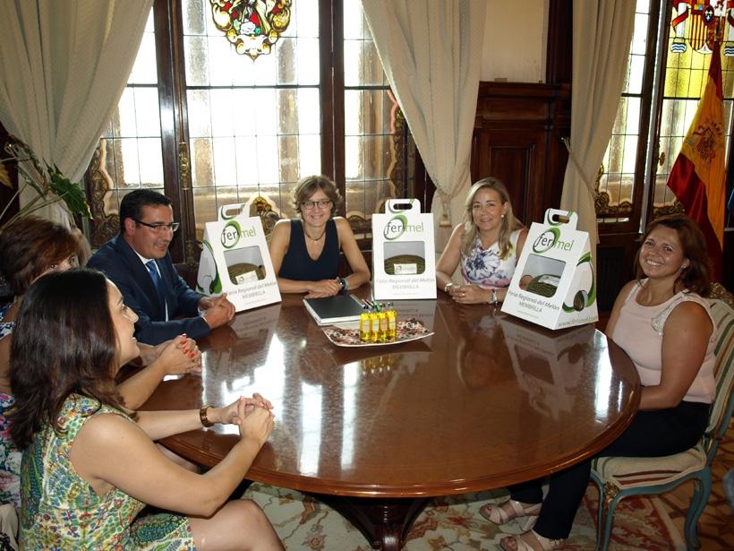 AMFAR y el Ayuntamiento de Membrilla presentan FERIMEL, la Feria Regional del Melón, a la Ministra de Agricultura, Isabel Gª Tejerina