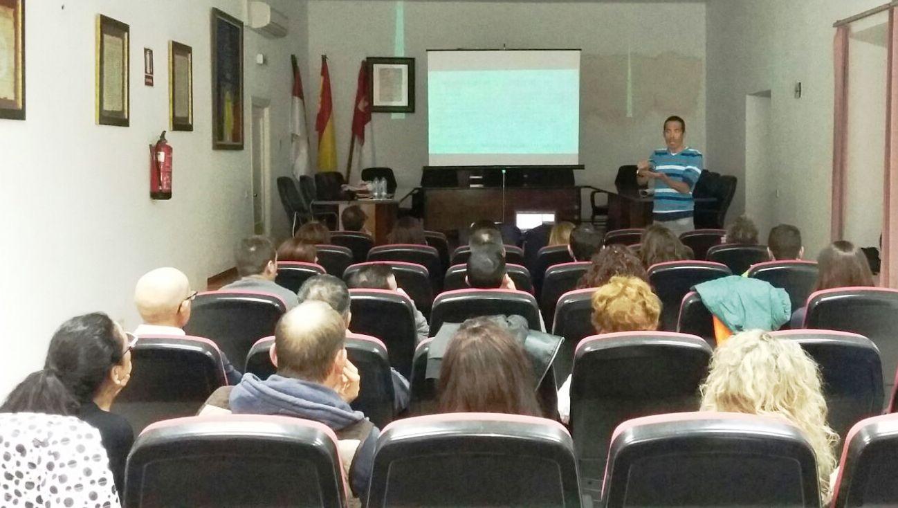 Máxima participación en la charla sobre Deporte y Nutrición organizada por el Club de Atletismo en Villanueva de los Infantes