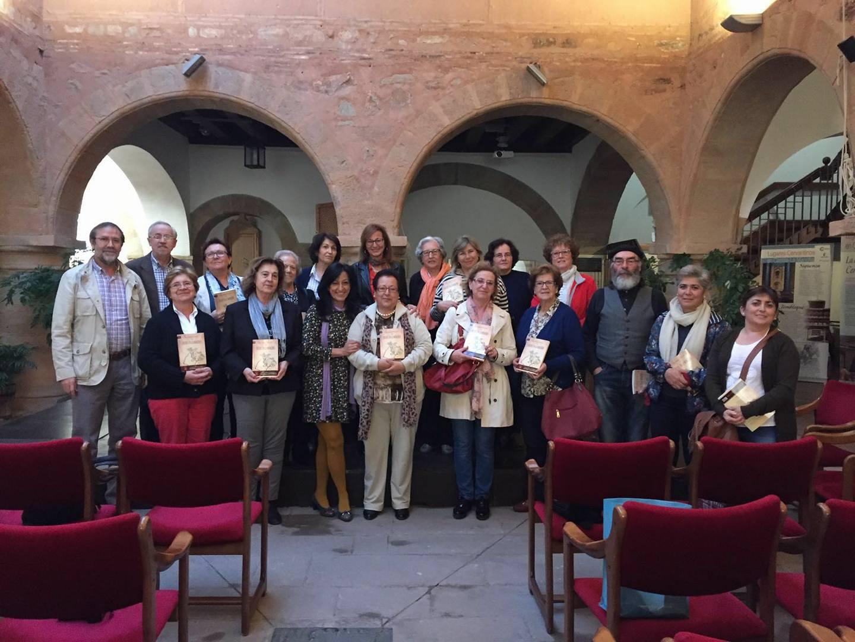 La escritora Pepa Serrano Valverde mantiene un encuentro con sus lectores en Villanueva de los Infantes