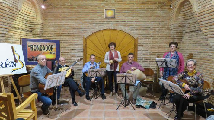 """El cantante Ismael Peña recibe el premio """"Rondador 2016"""" del Grupo de Folk Airen"""