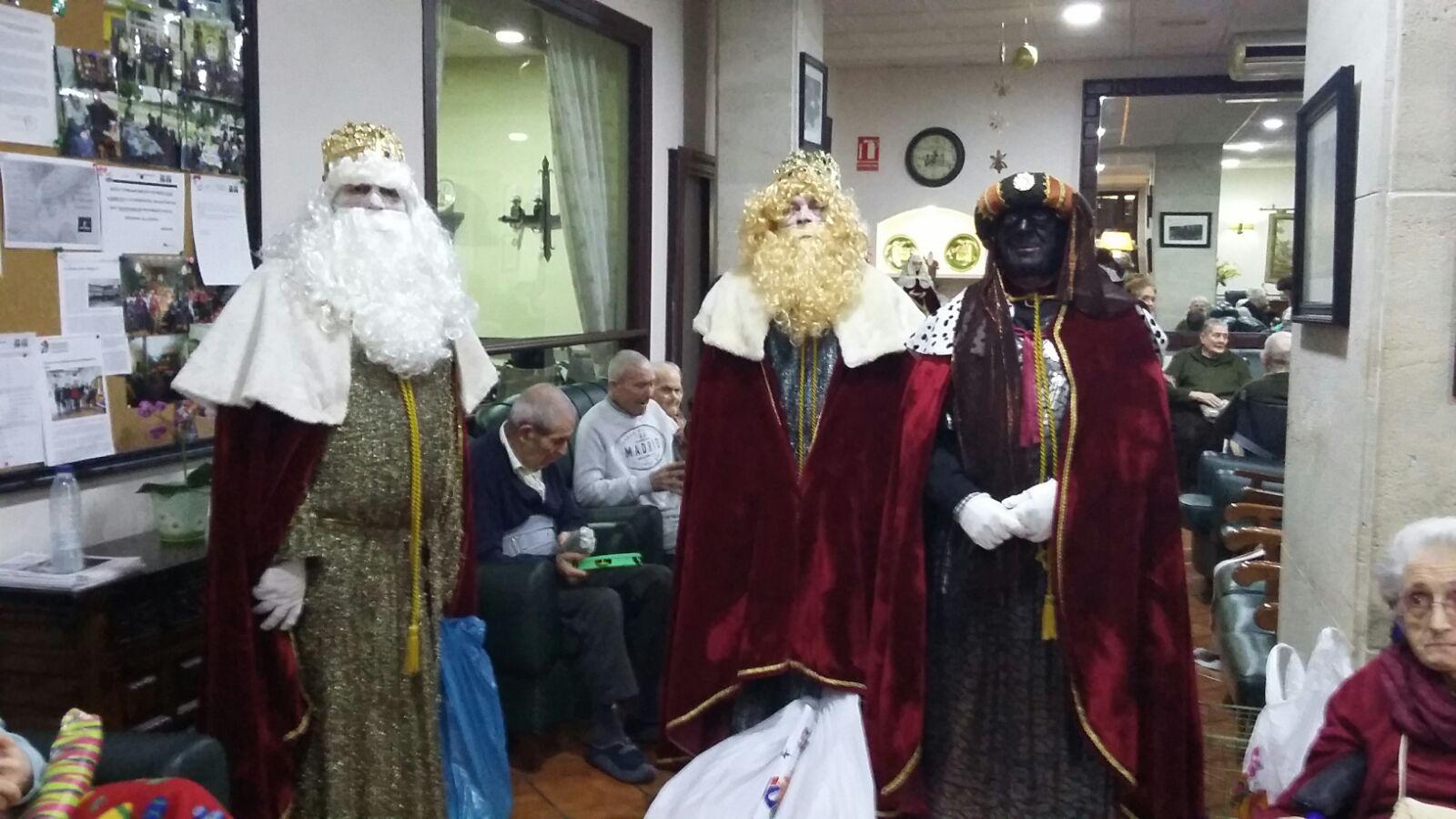 Los Reyes Magos de Oriente también llegaron a los centros geriátricos de Villanueva de los Infantes