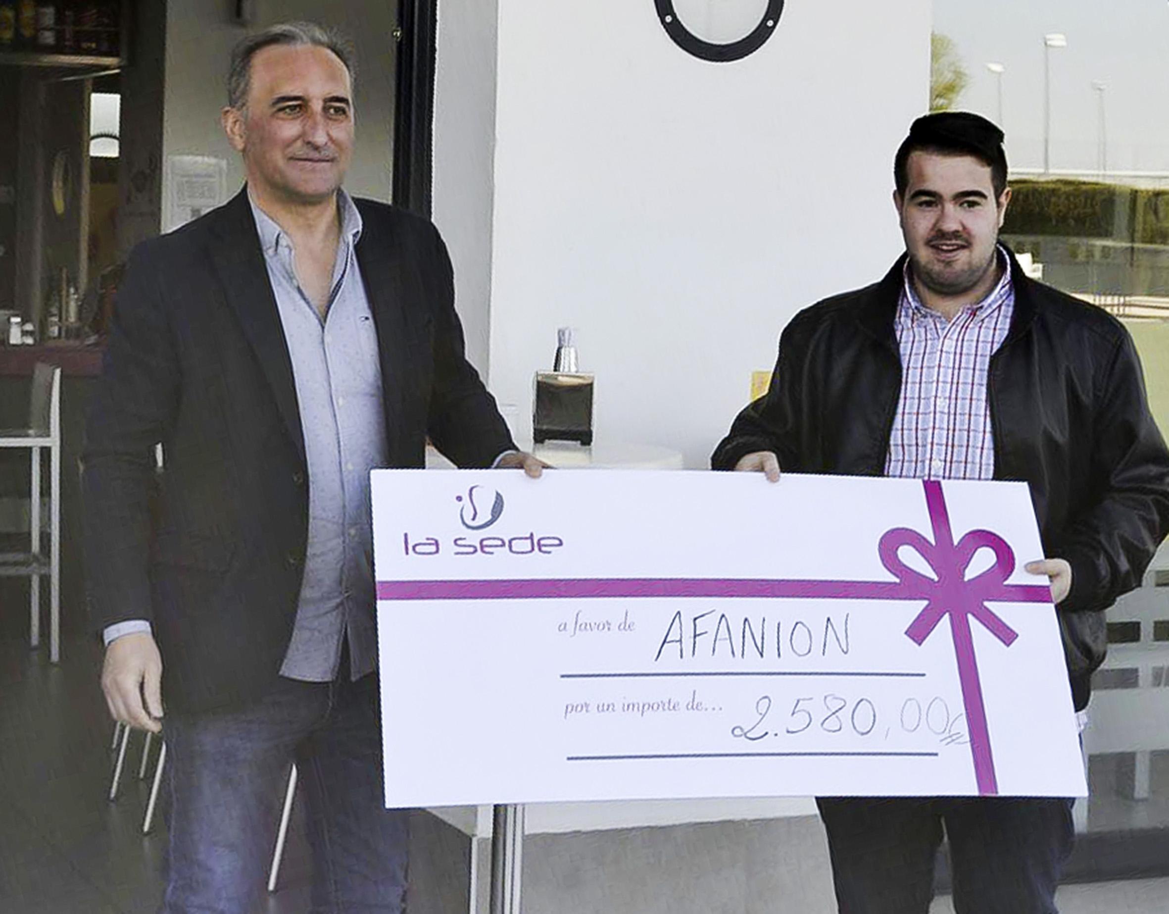 Pádel La Sede hace entrega a AFANION de la recaudación de su torneo