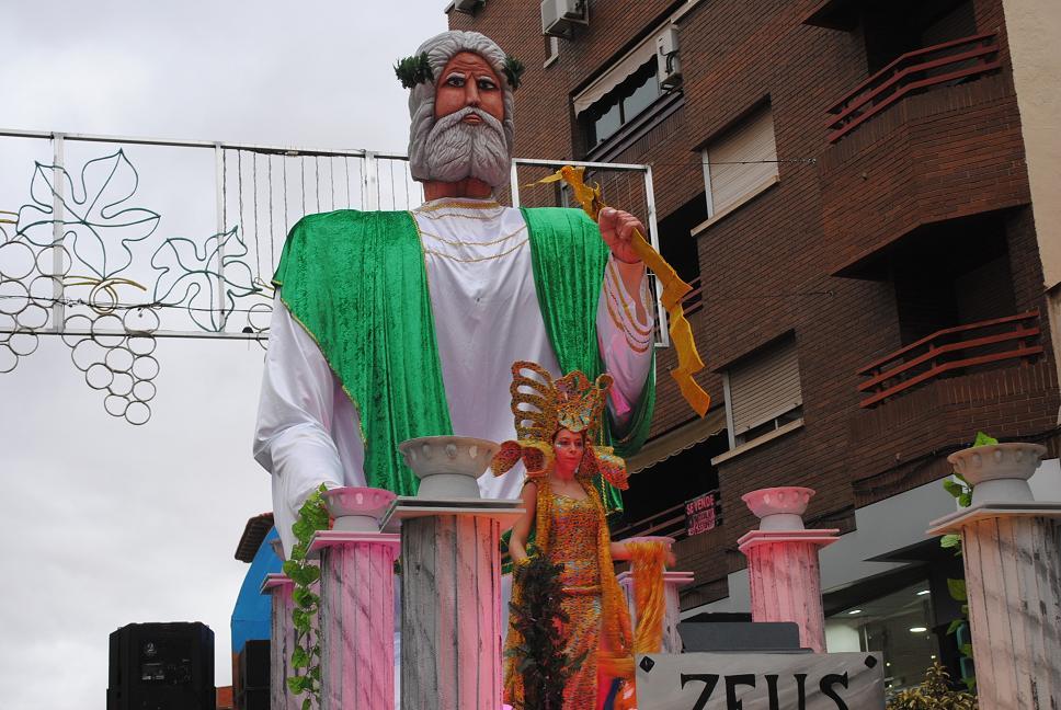 'Las máscaras' de CartonySilicona de Infantes, primer premio del XXXVI Concurso Regional de Carrozas con Comparsa de Valdepeñas