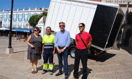 Medio Ambiente estrena un moderno vehículo para el Grupo Recuperador de papel y cartón