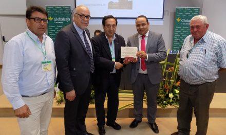Coincidiendo con su tercer aniversario, la Revista Ayer&hoy recibe en Fercam el Premio Periodismo Agrario 2017 de Asaja