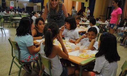 La Escuela de Verano Municipal finaliza esta quincena con un desayuno saludable