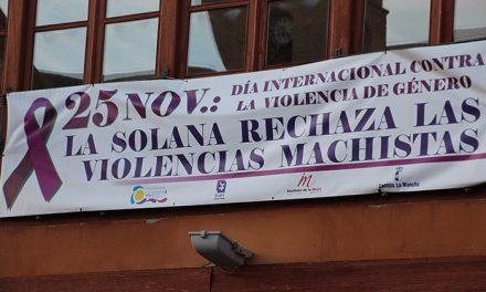 Concentración en la Plaza Mayor de La Solana con decenas de asociaciones