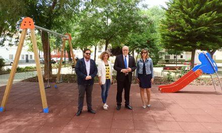 """El Ayuntamiento recupera plazas y jardines de Manzanares en su """"esfuerzo permanente"""" por mejorar la ciudad"""