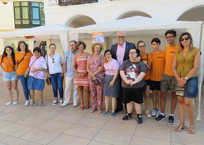 Un mercadillo solidario recauda fondos para la lucha contra el cáncer infantil