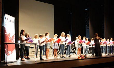 Buen ambiente en el concierto de la Asociación Cultural 'Amigos de la Zarzuela' a beneficio del tejado de San Sebastián