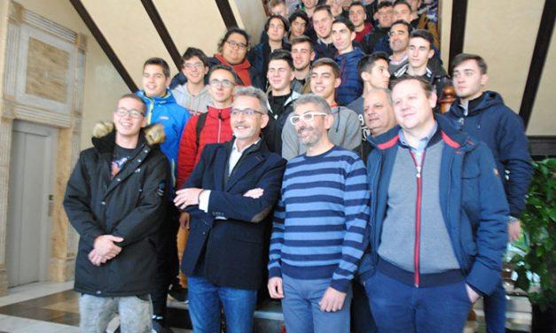 El alcalde recibe alumnos y profesores de países europeos del proyecto Erasmus+ KA202