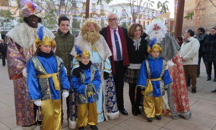 Los Reyes Magos repartieron ilusión, caramelos y regalos a su paso por Manzanares