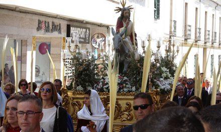 El sol y el buen tiempo acompañaron el desfile de Jesús en la borriquilla