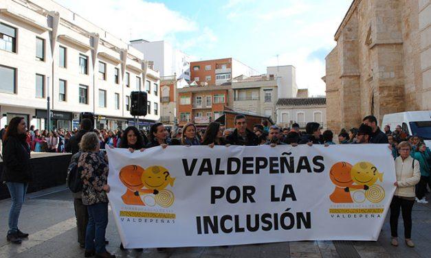 Más de 800 personas participan en la IV Marcha por la Inclusión en Valdepeñas