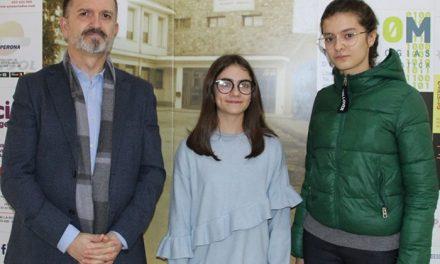 Dos alumnas del IES 'Modesto Navarro' consiguen la Beca Amancio Ortega