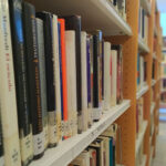 La biblioteca de Valdepeñas ofrece el servicio de préstamo previa solicitud