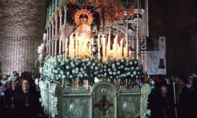 Hermandad de la Santísima Virgen de los Dolores de Manzanares, fundada hace 77 años única y exclusivamente por mujeres apasionadas del arte religioso y la imaginería
