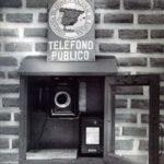 El primer teléfono público