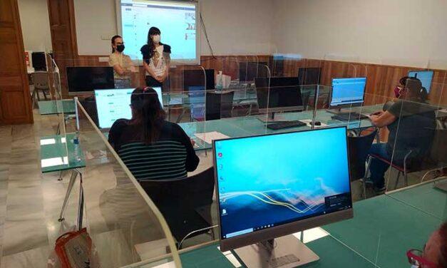 Valdepeñas realiza un curso de alfabetización digital para personas en exclusión
